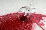 ako sa zbaviť škvŕn od červeného vína