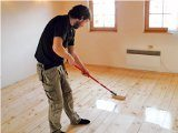 ako nalakovať podlahu
