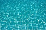 čistá voda v bazéne