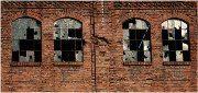staré rozbité okná