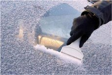 zamrznuté sklo na aute