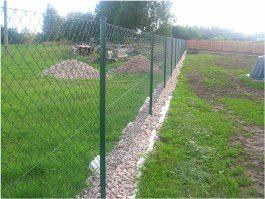 montáž drôteného plotu