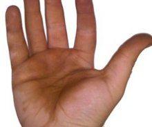 škvrny od orechov na ruke