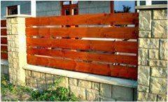 ako postaviť drevený plot