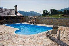 ako upraviť okolie bazénu