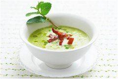 brokolicová kari polievka