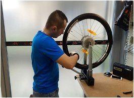 centrovanie kolesa na bicykli
