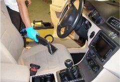 ako vyčistiť interiér auta