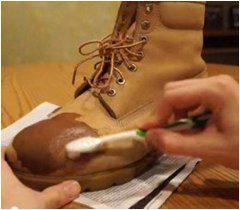 použitie krému na kožené topánky