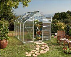 veľký skleník na záhrade