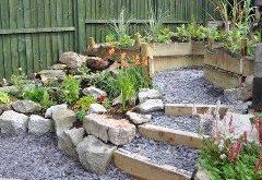 ako navrhnúť záhradnú skalku