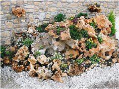 aranžovanie kameňov na záhrade
