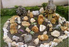 základ skalky a ako položiť kamene