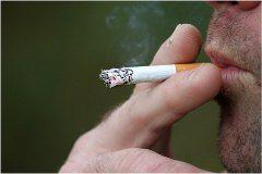 zažltnuté prsty od fajčenia