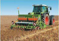 traktory a kombajny v poľnohospodárstve