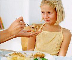 čo robiť ak dieťa nechce jesť