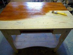 oprava poškodenej dosky stolíka