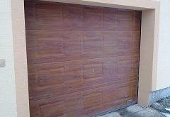 vybrať garážové brány do domu
