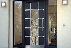 vybrať vchodové a balkónové dvere ako estetický prvok