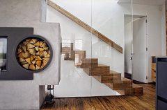 zabezpečiť schodisko v dome