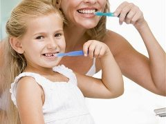 spoločné umývanie zubov