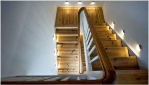 správne osvetlenie na schodoch