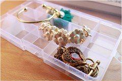 cestovanie so šperkami v krabičke na lieky