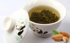 recept na smoothie zo zeleného čaju a mandlí