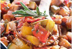 francúzske zeleninové jedlo na panvici