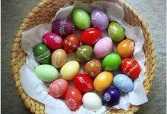 pekné farebné veľkonočné vajíčka