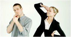ako zbaviť oblečenie zápachu z cigatetového dymu