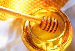 prijímať cukor v podobe medu