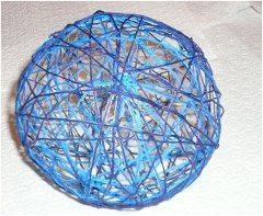 farebná guľa z nitiek