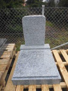 mramorový hrob na dušičky