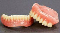 ako sa starať o zubnú protézu