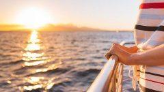 letná dovolenak pri mori a na lodi