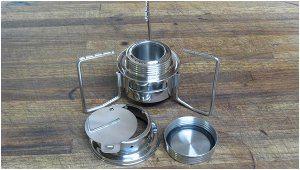 rôzne súčiastky kempingového variča