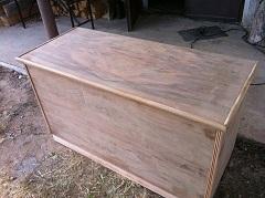 ako opraviť poškodený povrch nábytku