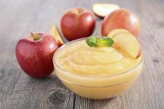jablkové pyré z opečených jabĺk