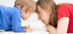 matka s dieťaťom a učenie sa hygienickým návykom