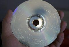 poškriabané CD