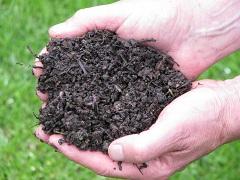 vyrobiť kompost
