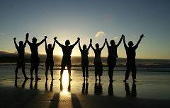 zabezpečiť teambuilding