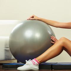 Cvičenie brucha na lopte