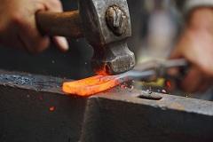ako postaviť kováčňu