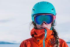 návod ako si vybrat lyžiarsku prilbu