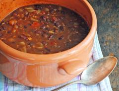 recept na fazuľový guláš so zemiakmi
