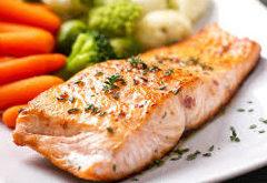 recept na steak z lososa na cesnaku