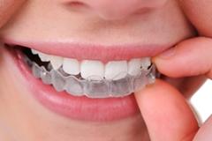 snimatelny zubny strojcek