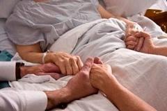 Ako pomôcť, keď vám umiera niekto blízky